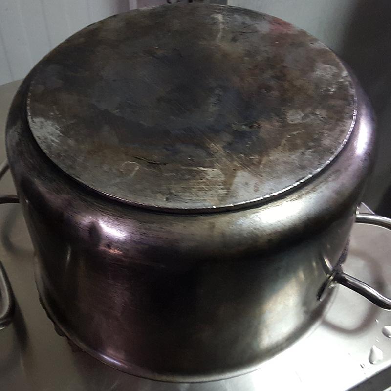 olla-sucia-carbon-residuos-tras-cocinar